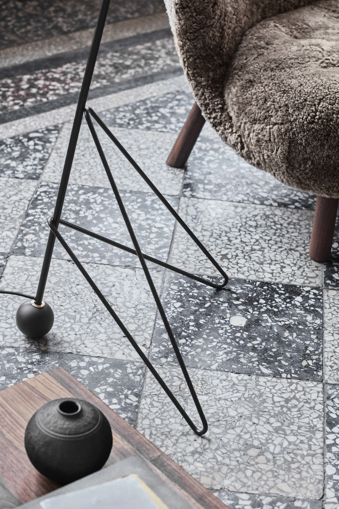 &Tradition Tripod Floor Lamp HM8 black